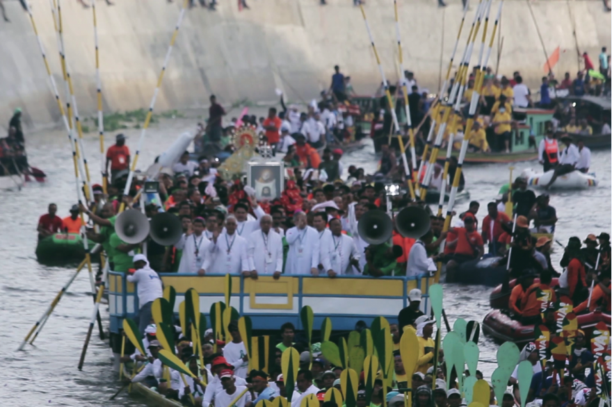 The pagoda carrying the images of Our Lady of Peñafrancia and the Divino Rostro lead a fluvial procession on the Naga River. Image courtesy of the Diocese of Caceres.