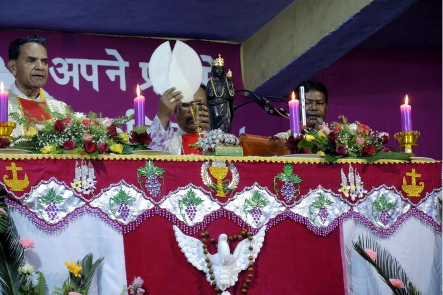 Eucharistic liturgy for Dhori Mata is celebrated by Hazaribag Bishop Anand Jojo.