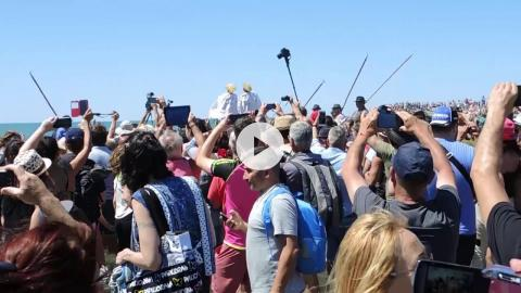 Feast of Saintes Maries and Ste. Sara: Procession of Saintes Maries to the Sea